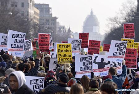 Des dizaines de millions d'Américains de race blanche participent au mouvement de protestation