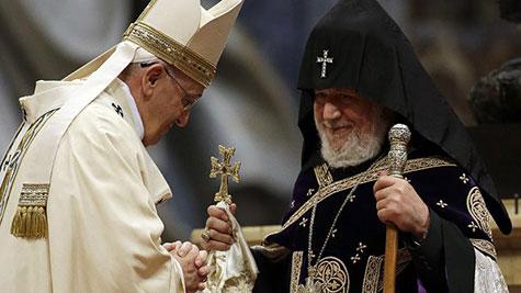 Massacre des Arméniens: le pape évoque un «génocide», Ankara rappelle son ambassadeur.