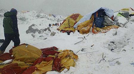 Le sésime a déclenché une avalanche sur le mont Everest