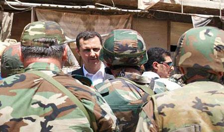 Le président Assad rend hommage aux soldats syriens évacués de l'hôpital de Jisr al-Choughour.