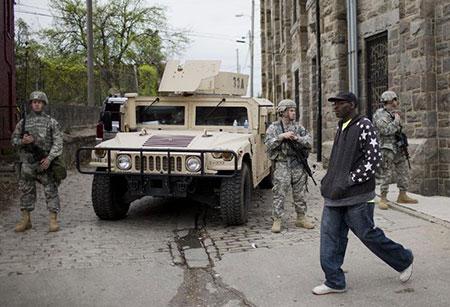 Baltimore: arrestations en série après de nouvelles manifestations, six policiers poursuivis.