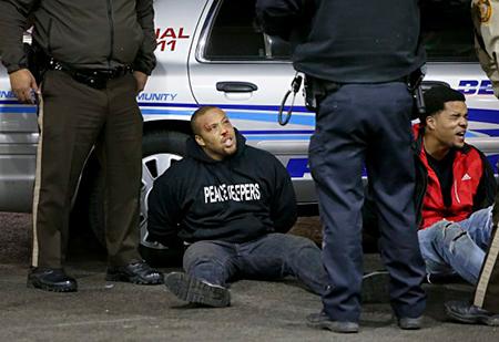 USA: appel au calme dans une ville où la police a tiré sur deux hommes noirs