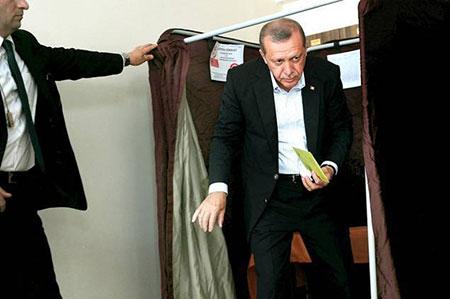 Législatives en Turquie: grave revers électoral pour Erdogan.